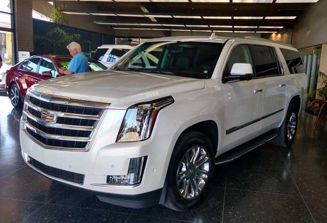 2017 Cadillac Escalade white